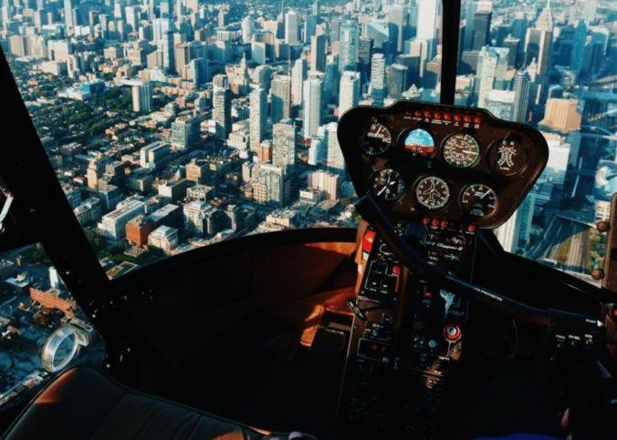 Dns la cabine pilote d'un avion