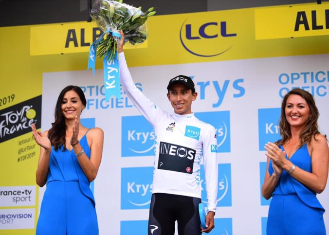 Egan Bernal sur le podium du Tour de France 2019