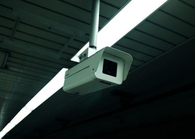 Dans un entretien au Parisien, le mardi 24 décembre, le secrétaire d'Etat au Numérique, Cédric O, a exprimé le souhait du gouvernement de lancer une expérimentation de la reconnaissance faciale en temps réel sur des images de vidéosurveillance.