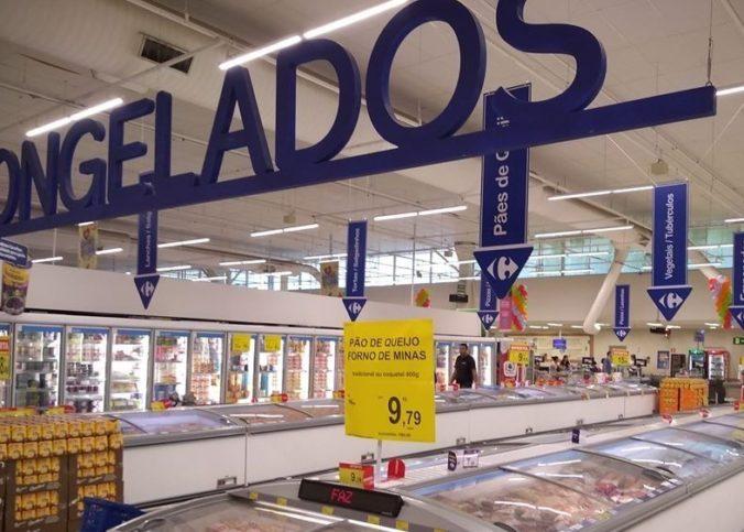 Rayon pour produits frais, dans un magasin Carrefour au Brésil.