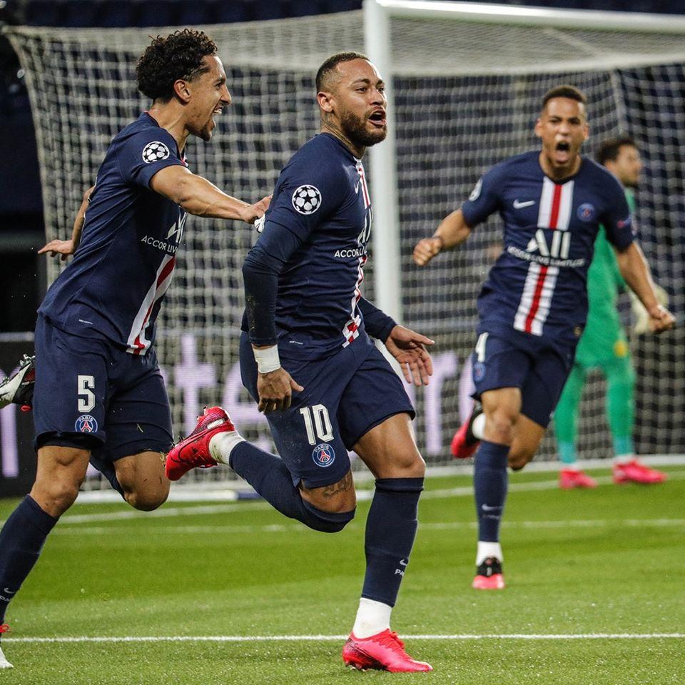 Neymar, Marquinhos et Kehrer célébrant un but du PSG.
